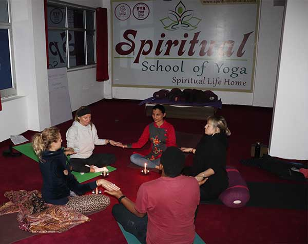best-yoga-retreat-school-in-rishikesh